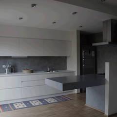 Appartamento su misura: Cucina in stile in stile Eclettico di Alessandro Jurcovich Architetto
