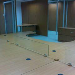 Kantor & toko oleh Forma y Espacio Arquitectos Constructores CA, Modern Kayu Buatan Transparent