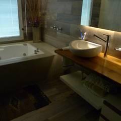 Baño: Baños de estilo clásico por DB muebles de diseño