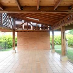 ZONA SOCIAL CR ENTRE PARQUES CLUB : Salas de estilo rústico por ARQUITECTONI-K Diseño + Construcción SAS
