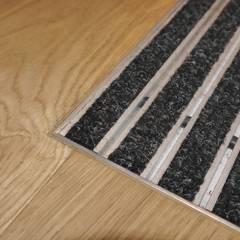 Übergang Parkett zu Schmutzfang Matte:  Wände von Hammer & Margrander Interior GmbH