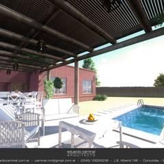 Casa Barrio Donovan II: Piletas de estilo  por Eduardo Caminal Arquitectura