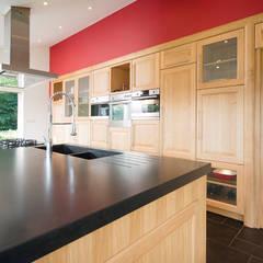 Extension de cuisine à Lentilly (69): Cuisine de style de style Rustique par réHome