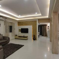 Ruang Keluarga Gaya Eklektik Oleh KREATIVE HOUSE Eklektik Marmer