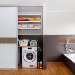 Einbauschrank im Badezimmer:  Badezimmer von Elfa Deutschland GmbH