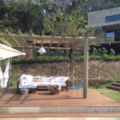 Casa Campo / Ateliê - Vale das Videiras: Terraços  por Carlos Salles Arquitetura e Interiores