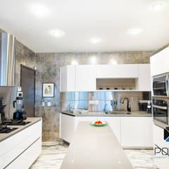 eclectic Kitchen by PORTO Arquitectura + Diseño de Interiores