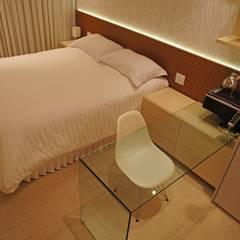 Phòng ngủ theo Adoro Arquitetura , Hiện đại Gỗ Wood effect