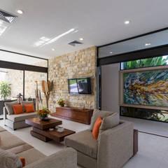 Casa O44: Salas de estilo  por P11 ARQUITECTOS,