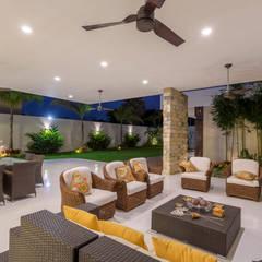 Casa O44: Terrazas de estilo  por P11 ARQUITECTOS
