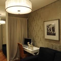 Apartamento Perdizes - São Paulo: Closets clássicos por veronica gaburro arquitetura e interiores