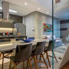 Apartamento Ferreira: Salas de jantar  por Laura Lage Arquitetura e Design,Moderno