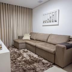 Apartamento Ferreira: Salas multimídia  por Laura Lage Arquitetura e Design,Moderno