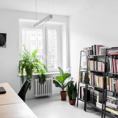 KOSZUTKA: styl , w kategorii Domowe biuro i gabinet zaprojektowany przez Joanna Kubieniec