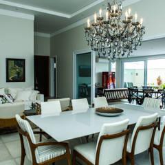 Sala de Jantar: Salas de jantar  por Celina Molinari Arquitetura e Interiores,