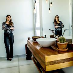 Lavatório: Banheiros  por Celina Molinari Arquitetura e Interiores,