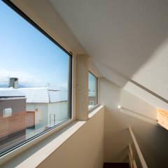 Salas multimedia de estilo minimalista por 一級建築士事務所 Atelier Casa