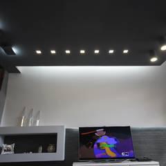 Luxury Home: Sala multimediale in stile  di Studio Ferlenda