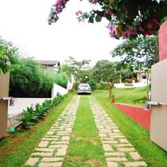 Residência Condomínio Cafezal: Jardins  por Mônica Mellone Arquitetura,Eclético