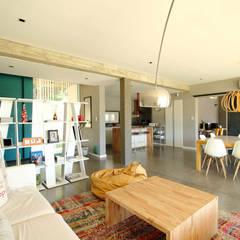 Casa Storni: Livings de estilo minimalista por Queixalós.Trull Arquitectos