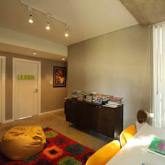 Casa Storni: Dormitorios infantiles de estilo minimalista por Queixalós.Trull Arquitectos