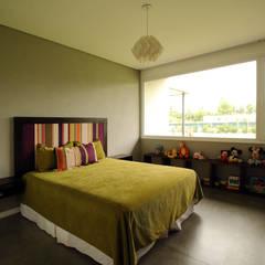 Casa Storni: Dormitorios de estilo  por Queixalós.Trull Arquitectos