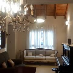 Excepcional casa : Salas multimedia de estilo  por Grupo Walls bienes raices,