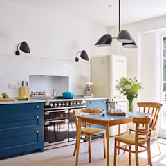 Light Filled Traditional Kitchen:  Kitchen by Holloways of Ludlow Bespoke Kitchens & Cabinetry