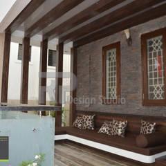 Mr Suhas Ranavde Banglow Project:  Terrace by RP Design Studio,