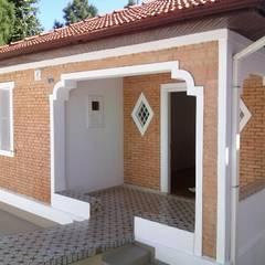 Houses by Carmen Anjos Arquitetura Ltda., Rustic Bricks