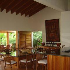Comedores de estilo  por José Vigil Arquitectos , Tropical