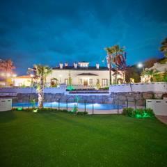 Cortijo de la Fuente: Salones de eventos de estilo  de Domingo y Luque Arquitectura