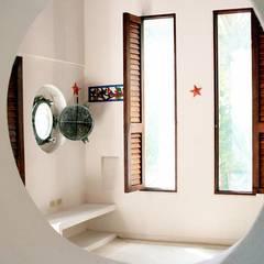Isla Única Cartagena: Habitaciones de estilo  por Kubik Lab