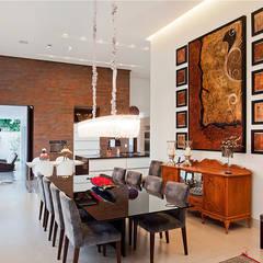 Residência PC: Salas de jantar  por Maria Helena Caetano _ Arquitetura e Interiores