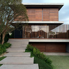 CASA FS: Casas  por JOBIM CARLEVARO arquitetos