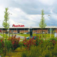 COMMERCES - AUCHAN LONGUENESSE: Centres commerciaux de style  par STUDIO D'ARCHITECTURE RANSON-BERNIER