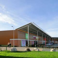 COMMERCES - PARC D'ACTIVITES DES FRAIS FONDS: Espaces commerciaux de style  par STUDIO D'ARCHITECTURE RANSON-BERNIER