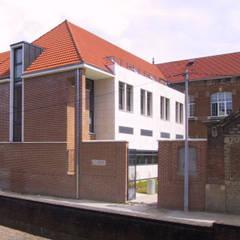 Perception de l'intervention depuis la Rue des Minimes: Ecoles de style  par STUDIO D'ARCHITECTURE RANSON-BERNIER