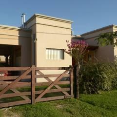 Houses by GD Arquitectura, Diseño y Construccion