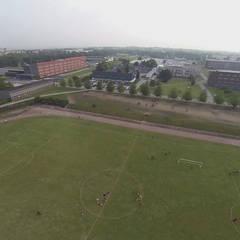 Vue de drone en phase finitions: Ecoles de style  par STUDIO D'ARCHITECTURE RANSON-BERNIER