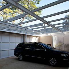 Pinheiros: Garagens e edículas modernas por Camila Vicari Arquitetura da Paisagem