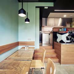 Aménagement & décoration d'un coffee shop - Strasbourg: Bars & clubs de style  par Ektor studio