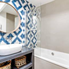 SALLE DE BAIN PROJET COLOMBES, Agence Transition Interior Design, Architectes: Carla Lopez et Margaux Meza: Salle de bains de style  par Transition Interior Design