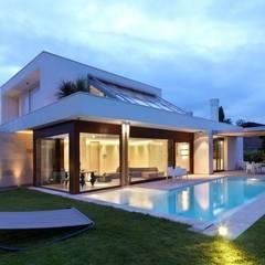 Fachadas: Casas de estilo  por Vektor arquitek, Moderno