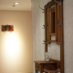 Departamento en Punta del Este - Torres Miami Br.: Pasillos y recibidores de estilo  por Diseñadora Lucia Casanova