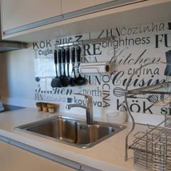 Departamento en Punta del Este - Torres Miami Br.: Cocinas de estilo  por Diseñadora Lucia Casanova