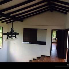 PROYECTO TAMESIS - ANTIOQUIA.: Habitaciones de estilo rural por NIVEL SUPERIOR taller de arquitectura