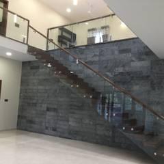 residence of Mr.Sashidhar Reddy:  Corridor & hallway by Hasta architects,Modern