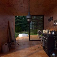 Forest house: Cocinas de estilo  por SF Render