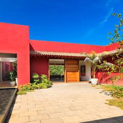 Casa las Moras : Casas de estilo  por Lopez Duplan Arquitectos